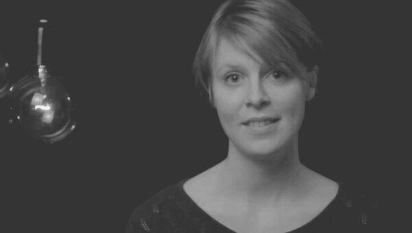 """""""I ett land där 'praying for' översätts till 'tänker på' """" – Ida Hennerdal"""