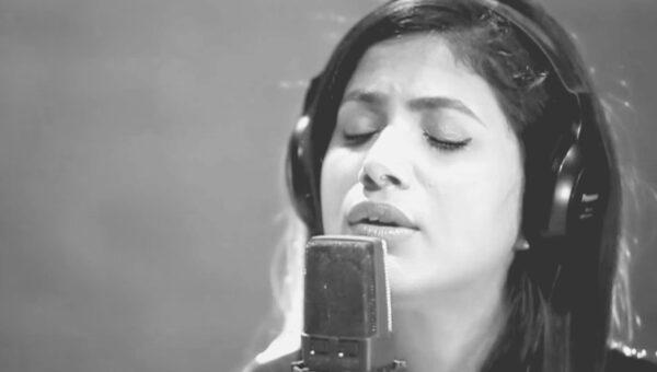 """Indien sjunger: """"Jesus kom nära"""" med Shirin George"""